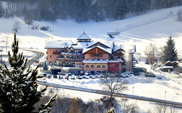 Tevini dolomites charming hotel commezzadura trentino for Charming hotels of the world