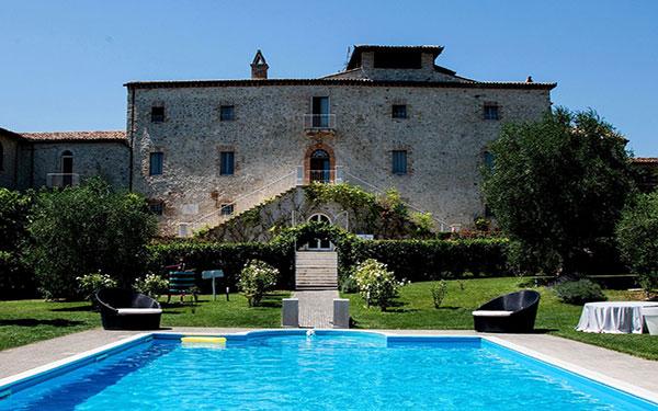 Castello di montignano relais spa massa martana umbria for Design hotel umbrien